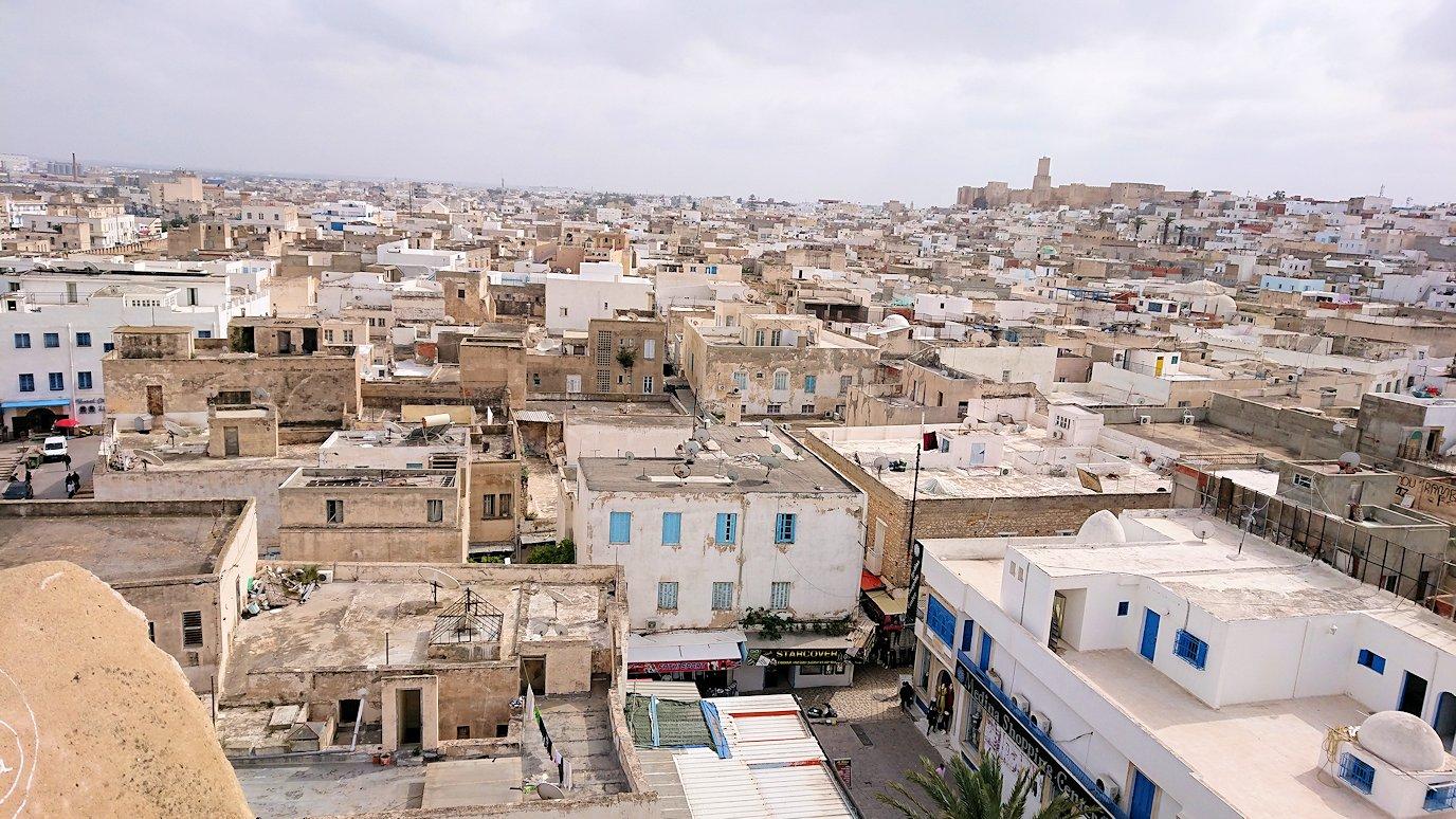 チュニジアのスースの街の旧市街で自由時間にラバトに入場9