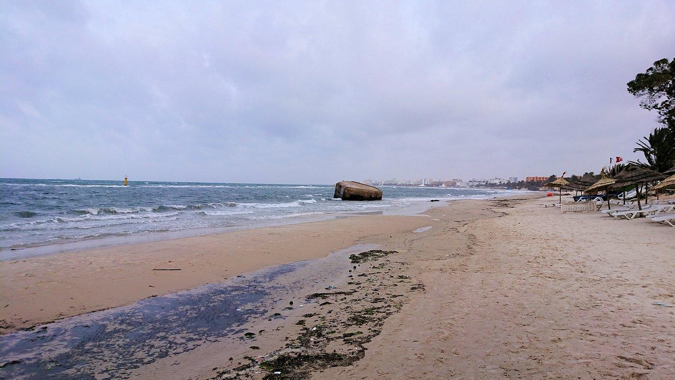 チュニジアのスースの街にある「マルハバ ロイヤル サレム」ホテル内の砂浜にて1