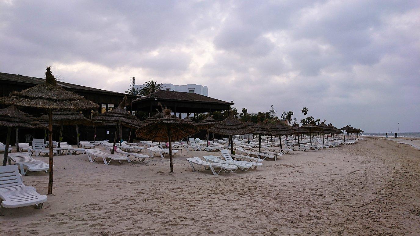 チュニジアのスースの街にある「マルハバ ロイヤル サレム」ホテル内の砂浜にて3