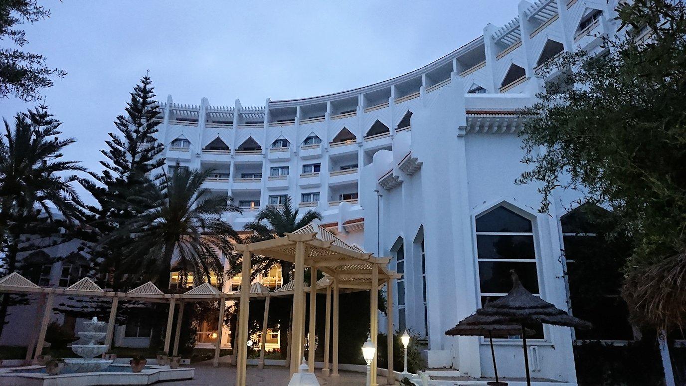 チュニジアのスースの街にある「マルハバ ロイヤル サレム」ホテルで朝日を迎える1
