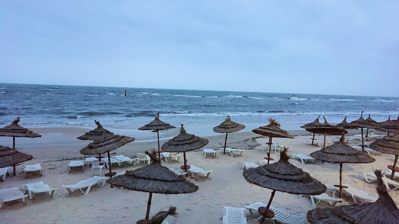 チュニジアのスースの街にある「マルハバ ロイヤル サレム」ホテルで朝日を迎える6