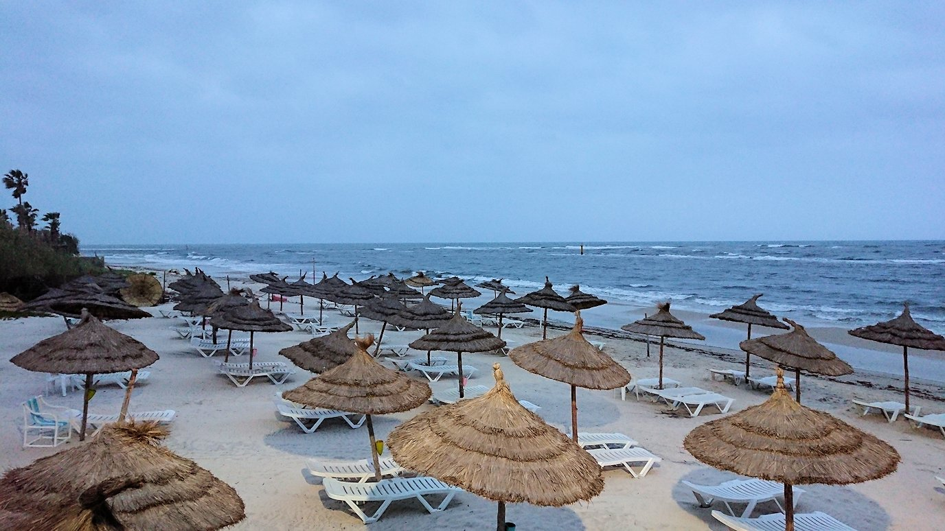 チュニジアのスースの街にある「マルハバ ロイヤル サレム」ホテルで朝日を迎える7