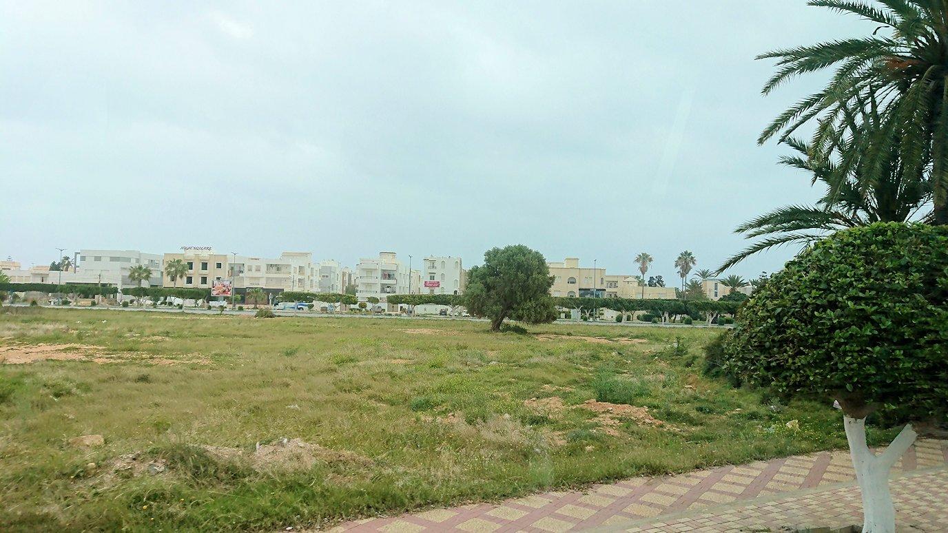チュニジアのスースの街にある「マルハバ ロイヤル サレム」ホテルからドゥッガ遺跡に向けて出発1