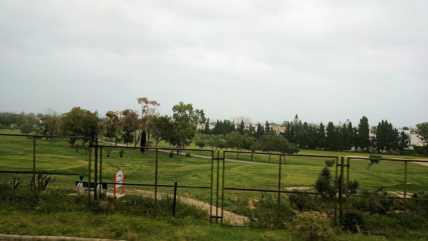 チュニジアのスースの街にある「マルハバ ロイヤル サレム」ホテルからドゥッガ遺跡に向けて出発3