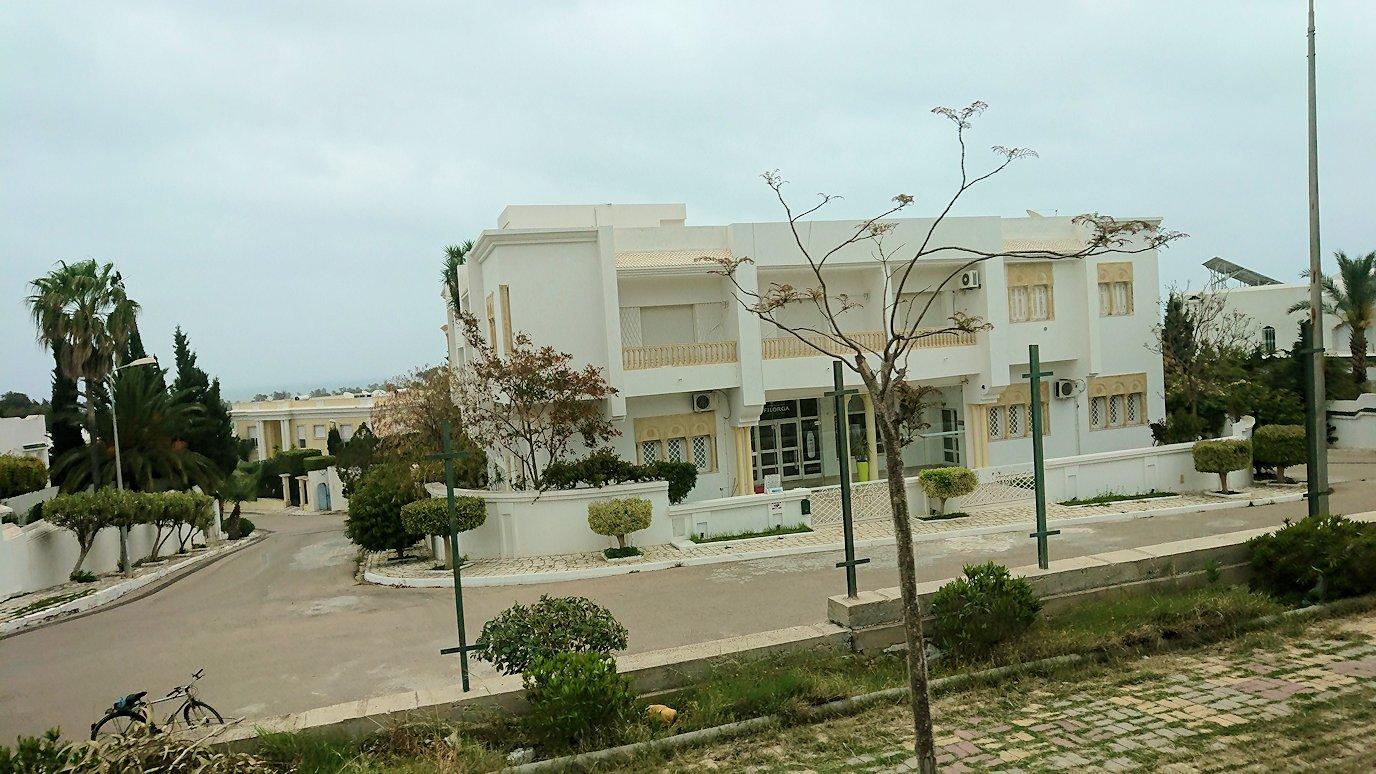 チュニジアのスースの街にある「マルハバ ロイヤル サレム」ホテルからドゥッガ遺跡に向けて出発5