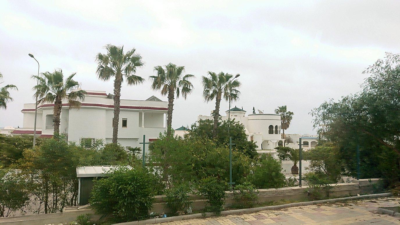 チュニジアのスースの街にある「マルハバ ロイヤル サレム」ホテルからドゥッガ遺跡に向けて出発6
