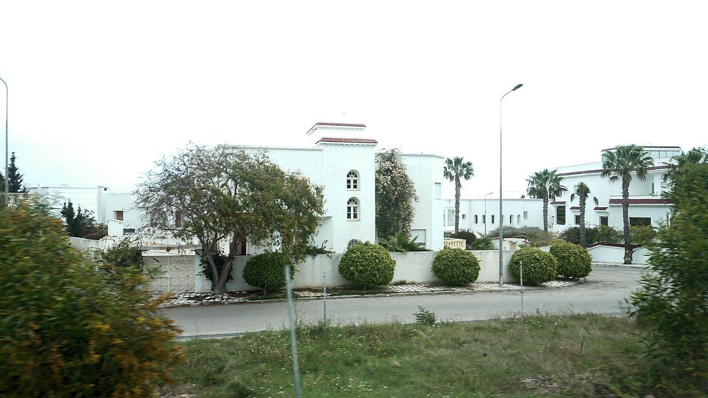 チュニジアのスースの街にある「マルハバ ロイヤル サレム」ホテルからドゥッガ遺跡に向けて出発7