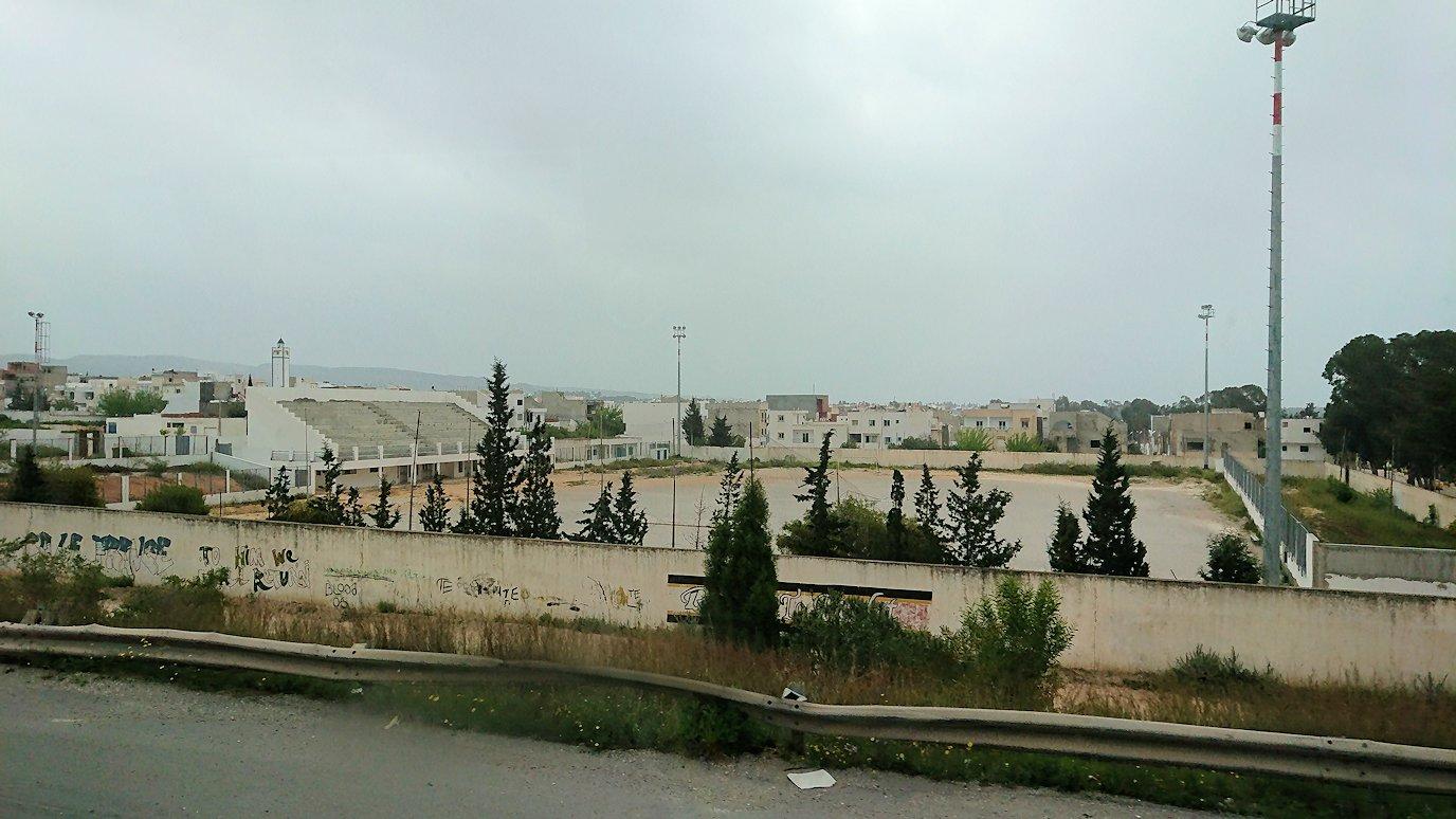 チュニジアのスースの街にある「マルハバ ロイヤル サレム」ホテルからドゥッガ遺跡に向けて移動する途中の景色