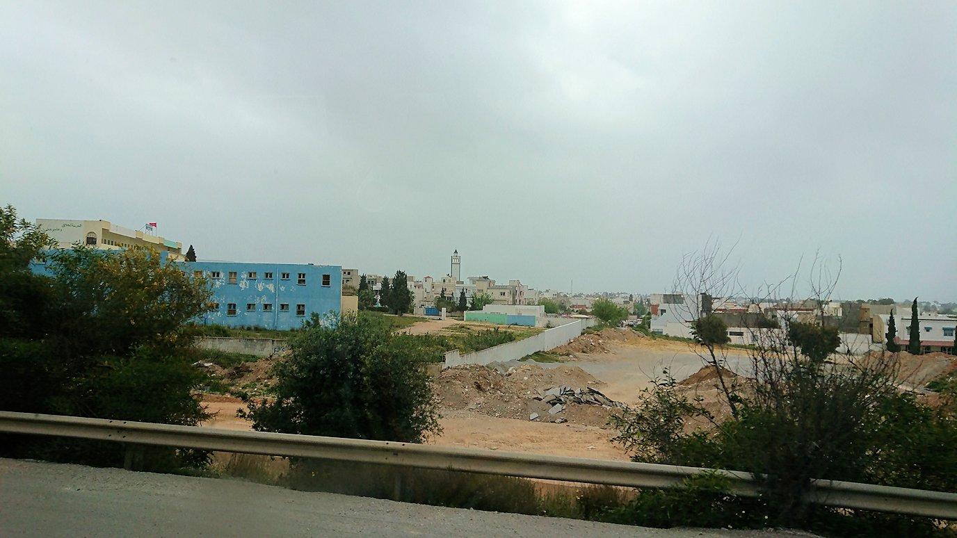 チュニジアのスースの街にある「マルハバ ロイヤル サレム」ホテルからドゥッガ遺跡に向けて移動する途中の景色1