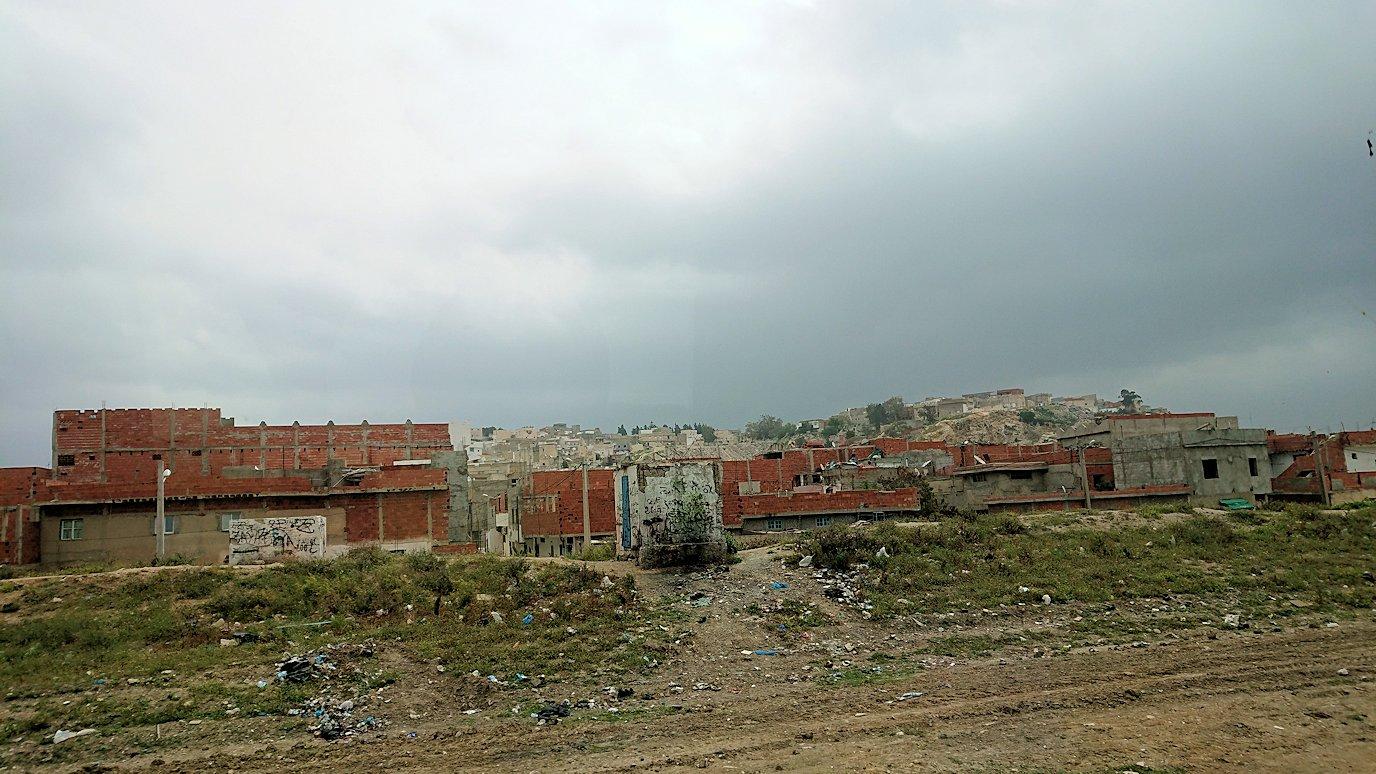チュニジアのスースの街にある「マルハバ ロイヤル サレム」ホテルからドゥッガ遺跡に向けて移動する途中の景色4