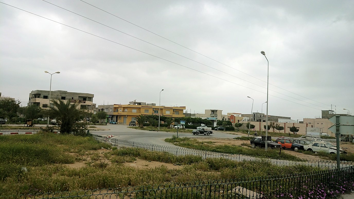 チュニジアのスースの街にある「マルハバ ロイヤル サレム」ホテルからドゥッガ遺跡に向けて移動する途中の景色8
