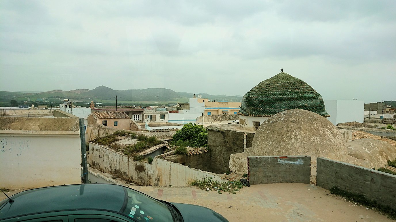 チュニジアのスースの街にある「マルハバ ロイヤル サレム」ホテルからドゥッガ遺跡に向けて移動する途中のガソリンスタンドからまた移動4
