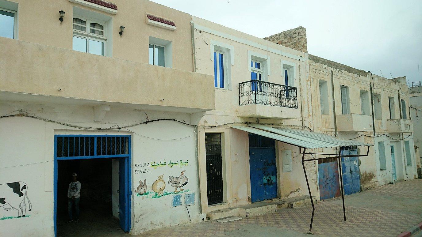 チュニジアのスースの街にある「マルハバ ロイヤル サレム」ホテルからドゥッガ遺跡に向けて近づいてきた様子2