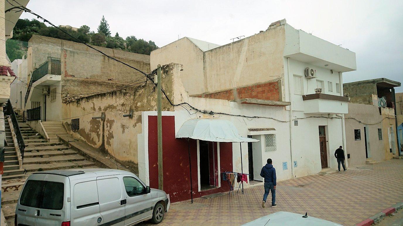 チュニジアのスースの街にある「マルハバ ロイヤル サレム」ホテルからドゥッガ遺跡に向けて近づいてきた様子3