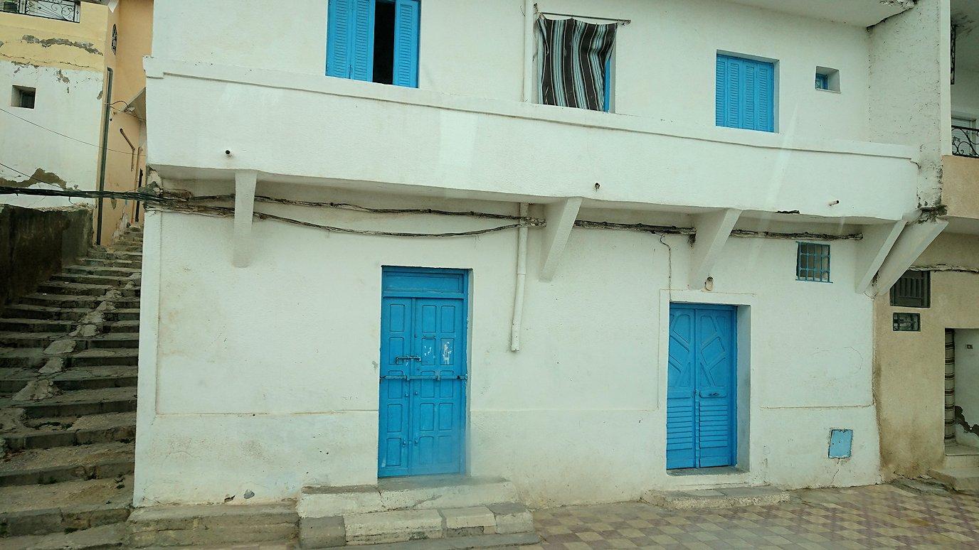 チュニジアのスースの街にある「マルハバ ロイヤル サレム」ホテルからドゥッガ遺跡に向けて近づいてきた様子4