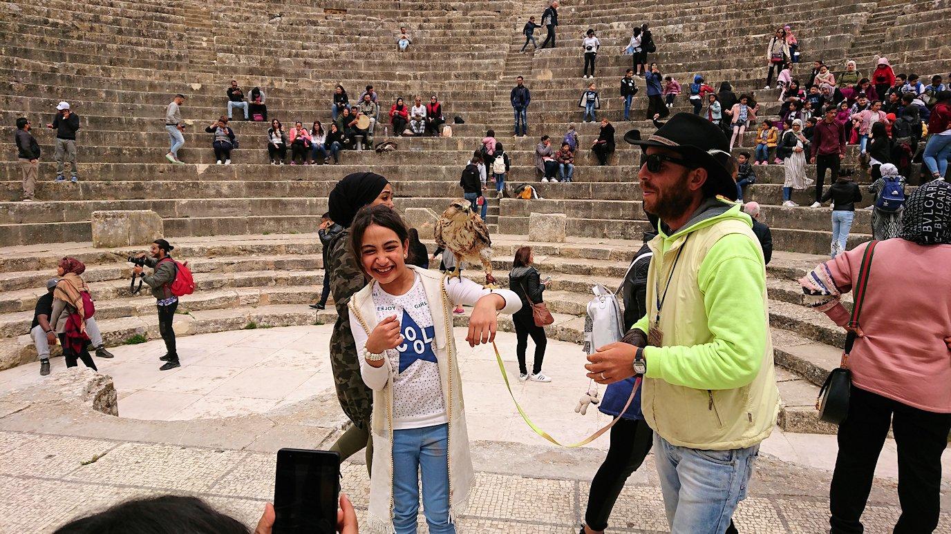 チュニジアのドゥッガ遺跡の劇場跡にて6