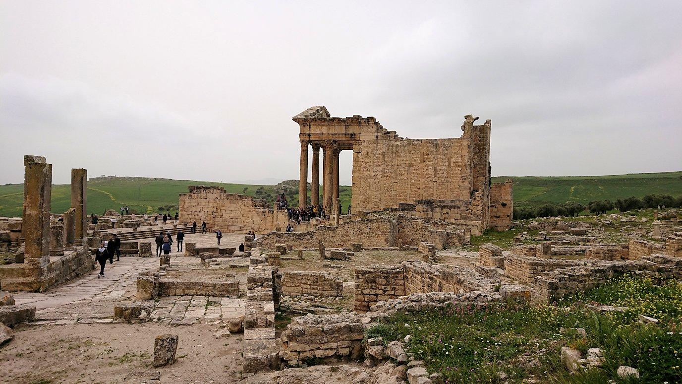 チュニジアのドゥッガ遺跡で奥に進みます8