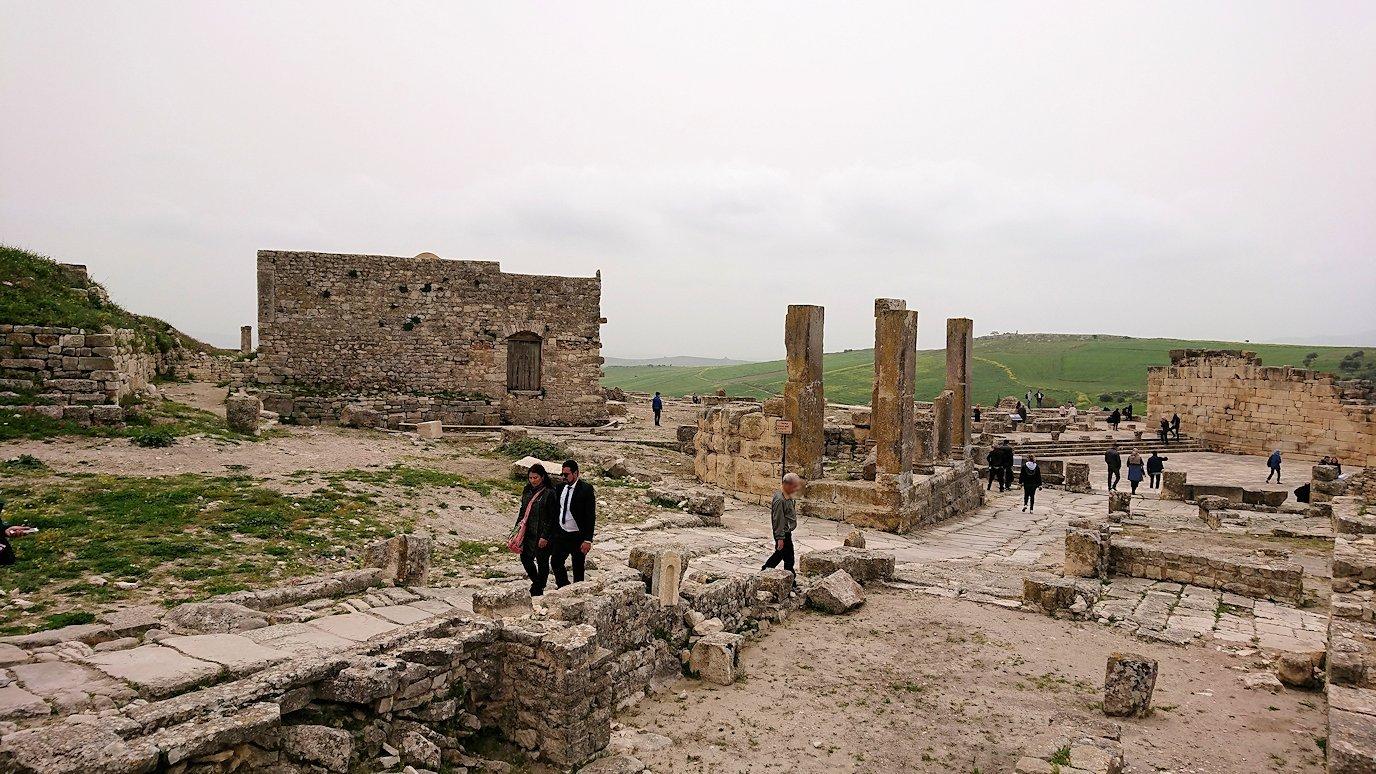 チュニジアのドゥッガ遺跡で奥に進みます9