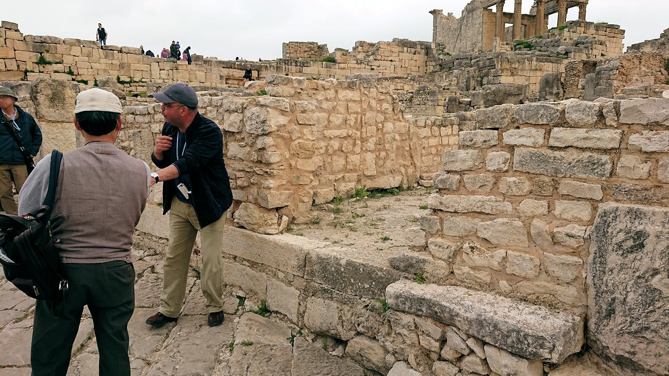 チュニジアのドゥッガ遺跡でどんどん進んで行きます4