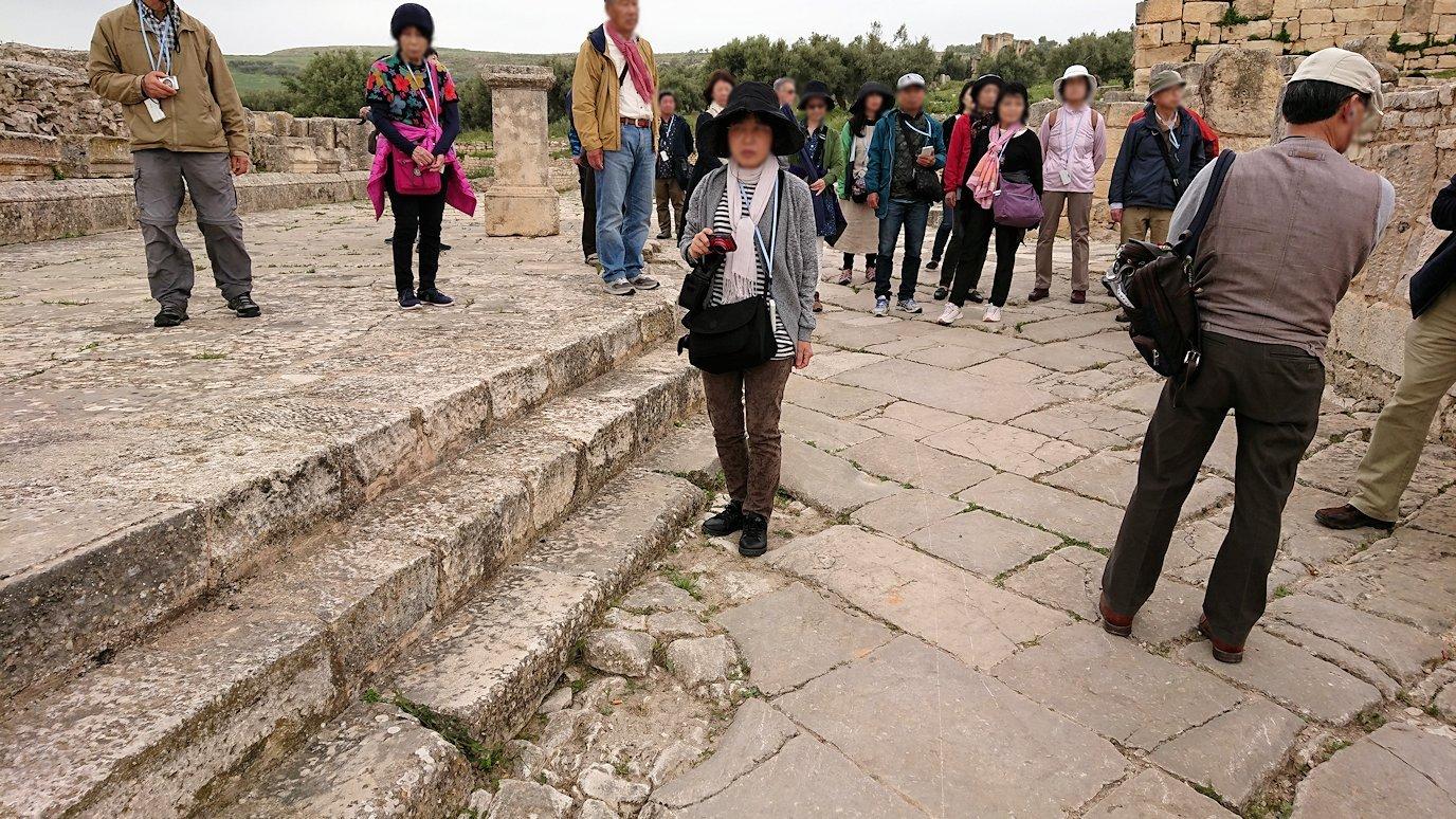チュニジアのドゥッガ遺跡でどんどん進んで行きます5