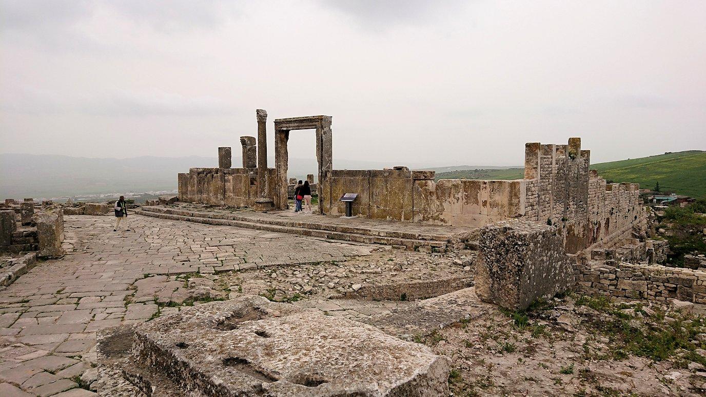 チュニジアのドゥッガ遺跡でどんどん進んで行きます6