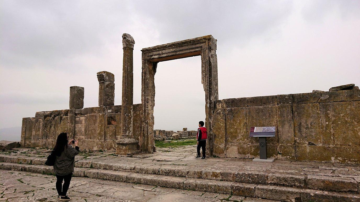チュニジアのドゥッガ遺跡でどんどん進んで行きます8