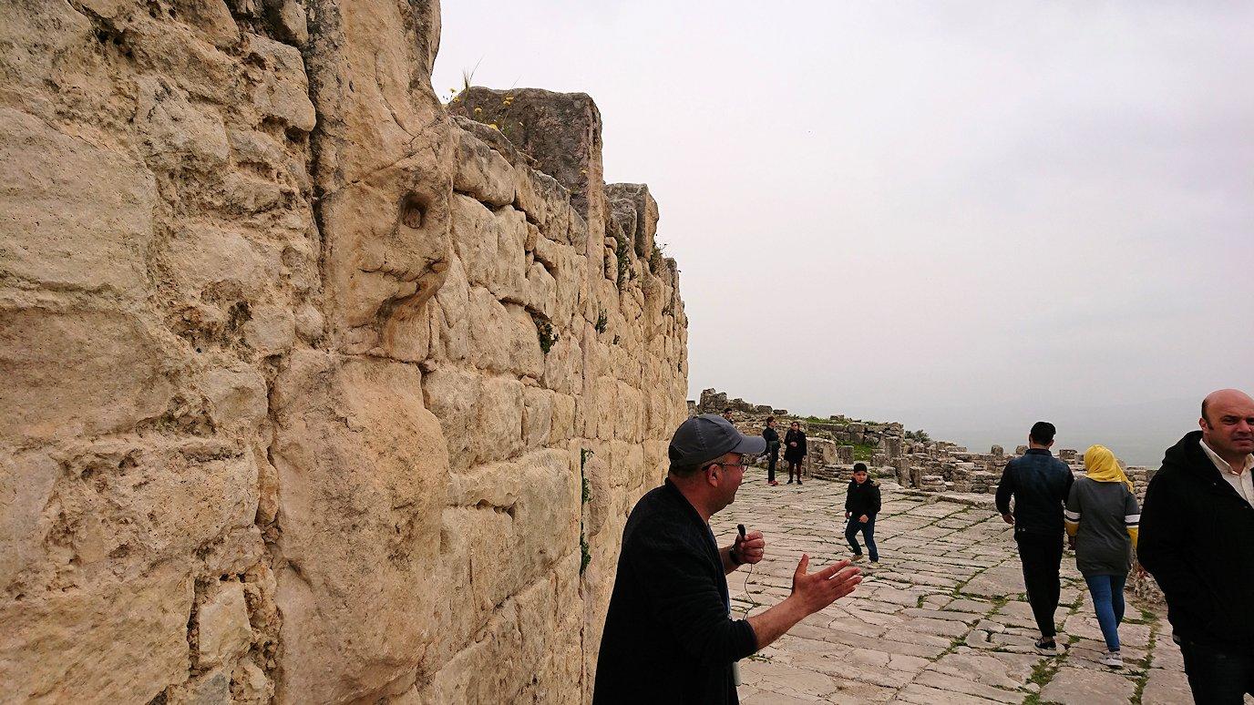 チュニジアのドゥッガ遺跡で見学1