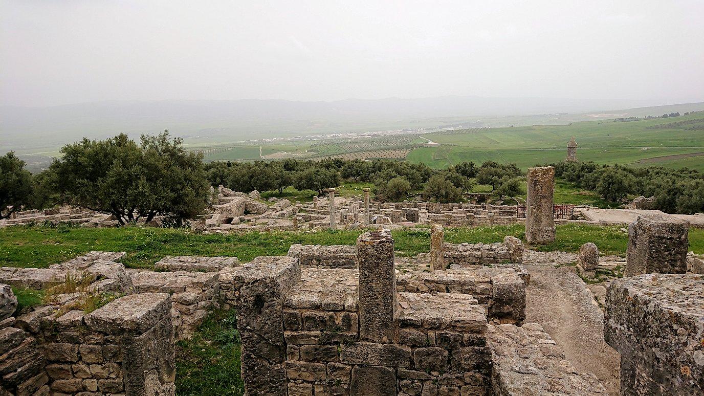 チュニジアのドゥッガ遺跡で見学9
