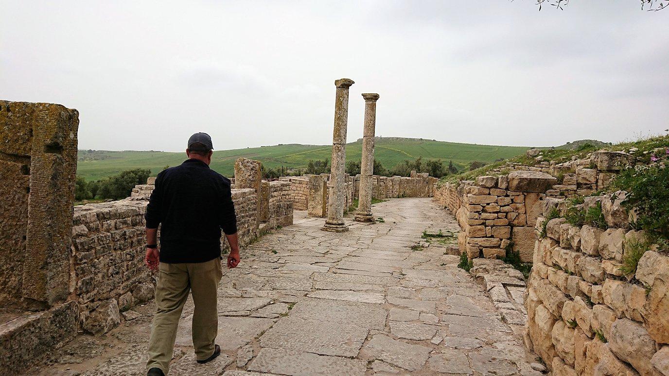 チュニジアのドゥッガ遺跡内を散策8