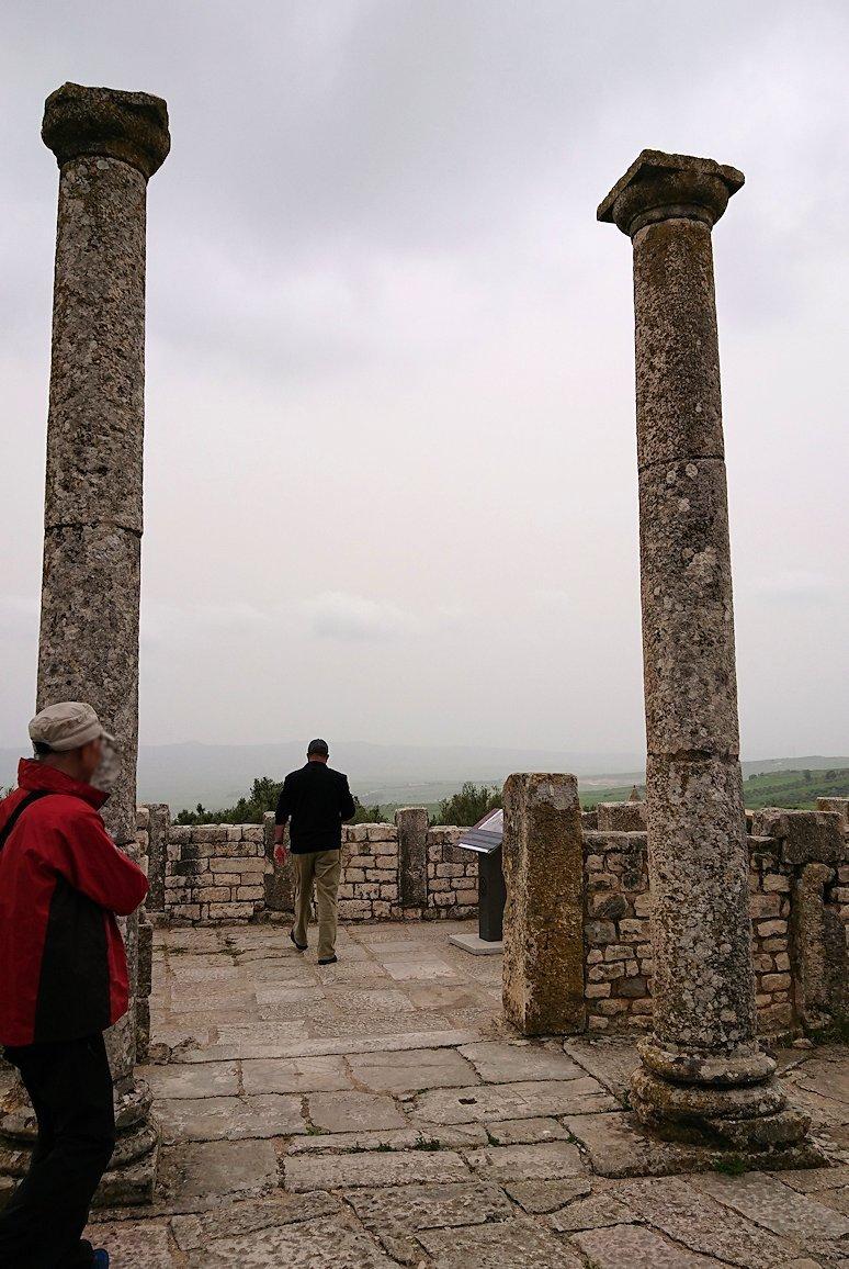 チュニジアのドゥッガ遺跡内を散策9