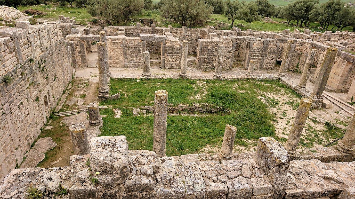 チュニジアのドゥッガ遺跡内を散策2