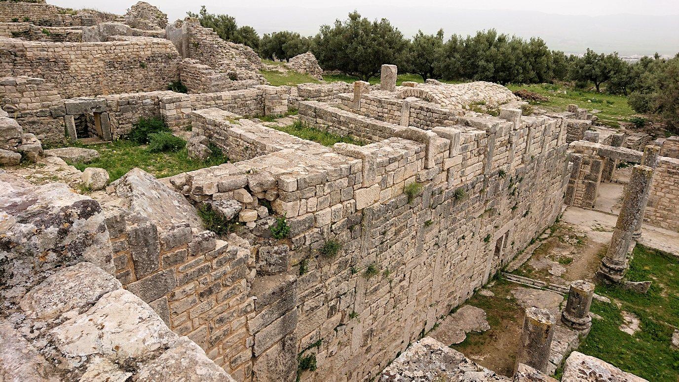 チュニジアのドゥッガ遺跡内を散策3