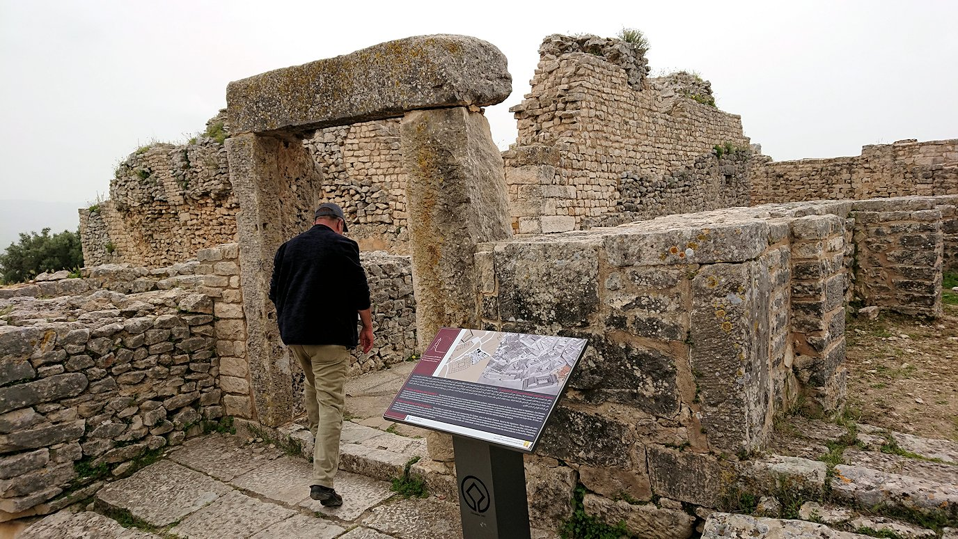 チュニジアのドゥッガ遺跡内をグルグル見学します2
