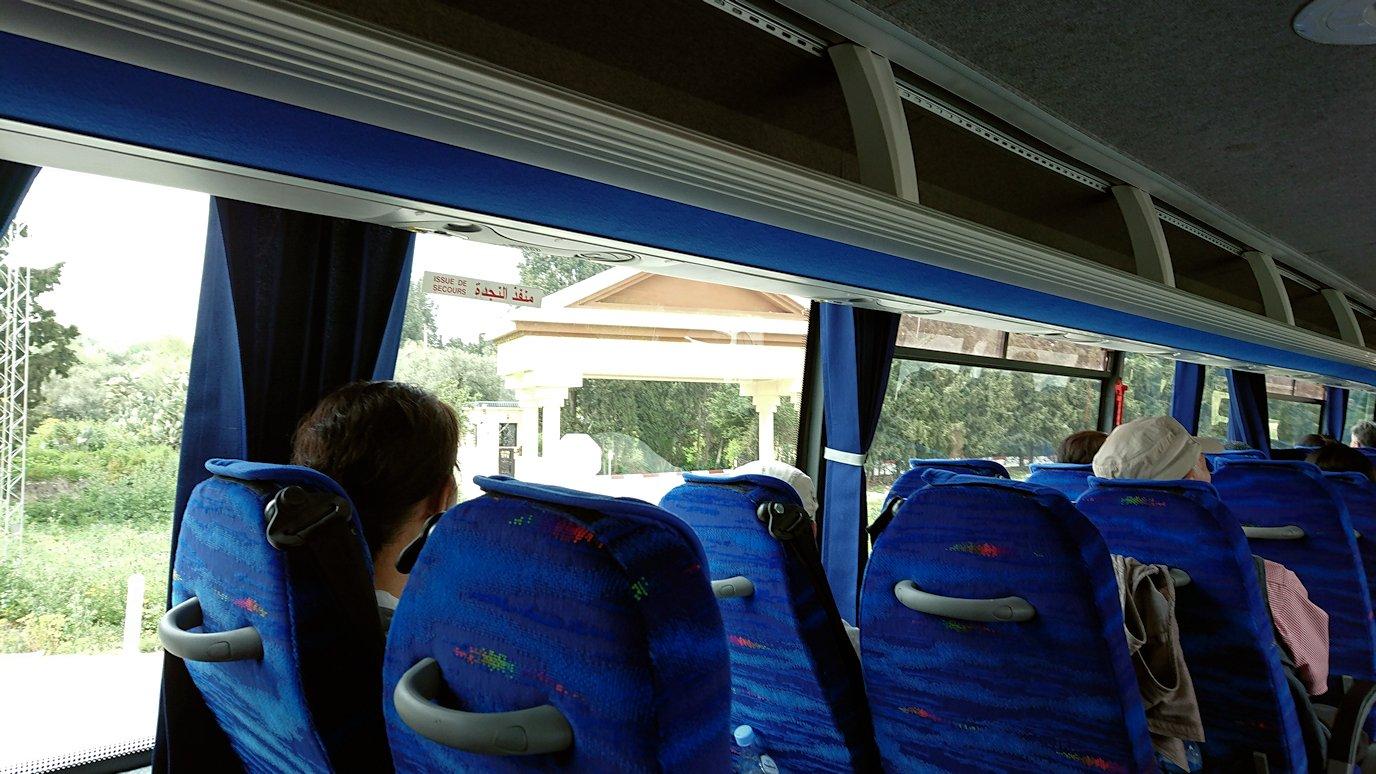 チュニジアのドゥッガ遺跡の見学を終えて近くのレストランに向かいます1