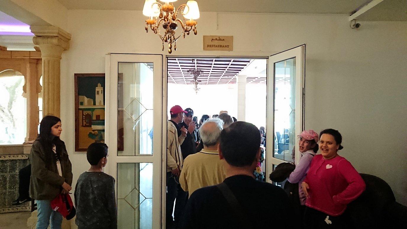 チュニジアのドゥッガ遺跡の見学を終えて近くのレストランに向かいます7