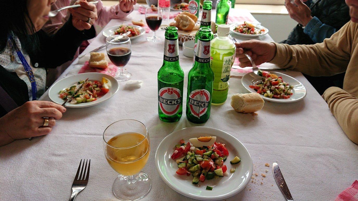 チュニジアのドゥッガのレストランで昼食を美味しくいただきます1