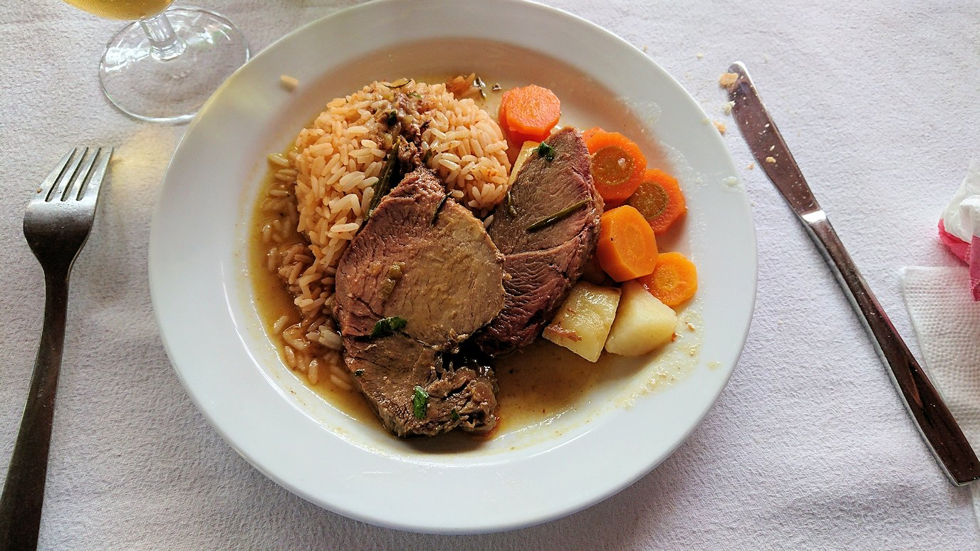 チュニジアのドゥッガのレストランで昼食を美味しくいただきます3