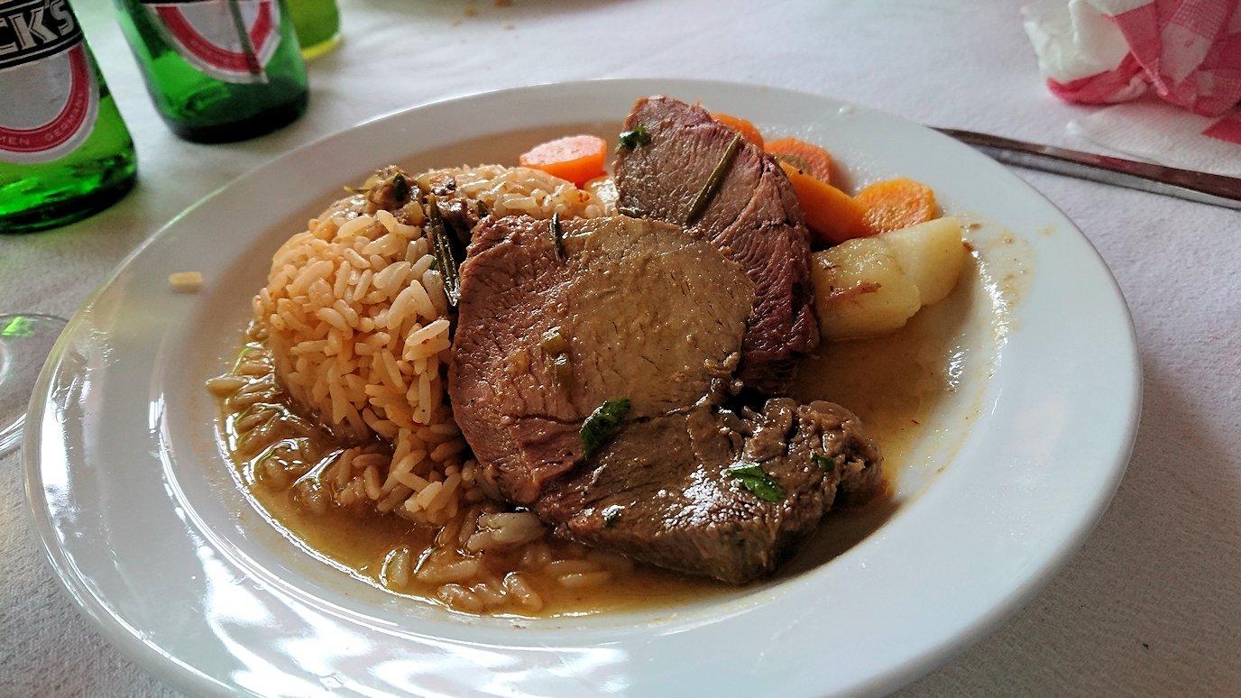 チュニジアのドゥッガのレストランで昼食を美味しくいただきます4