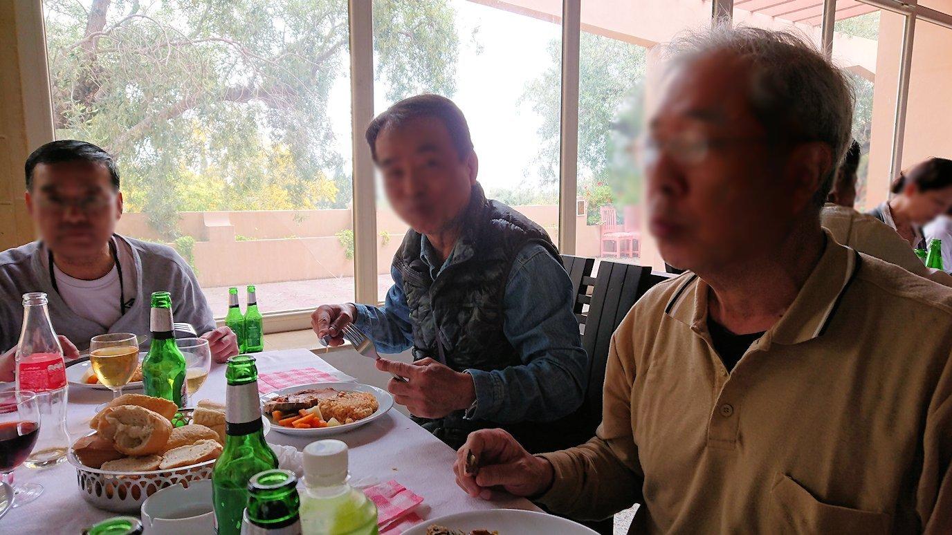 チュニジアのドゥッガのレストランで昼食を美味しくいただきます5