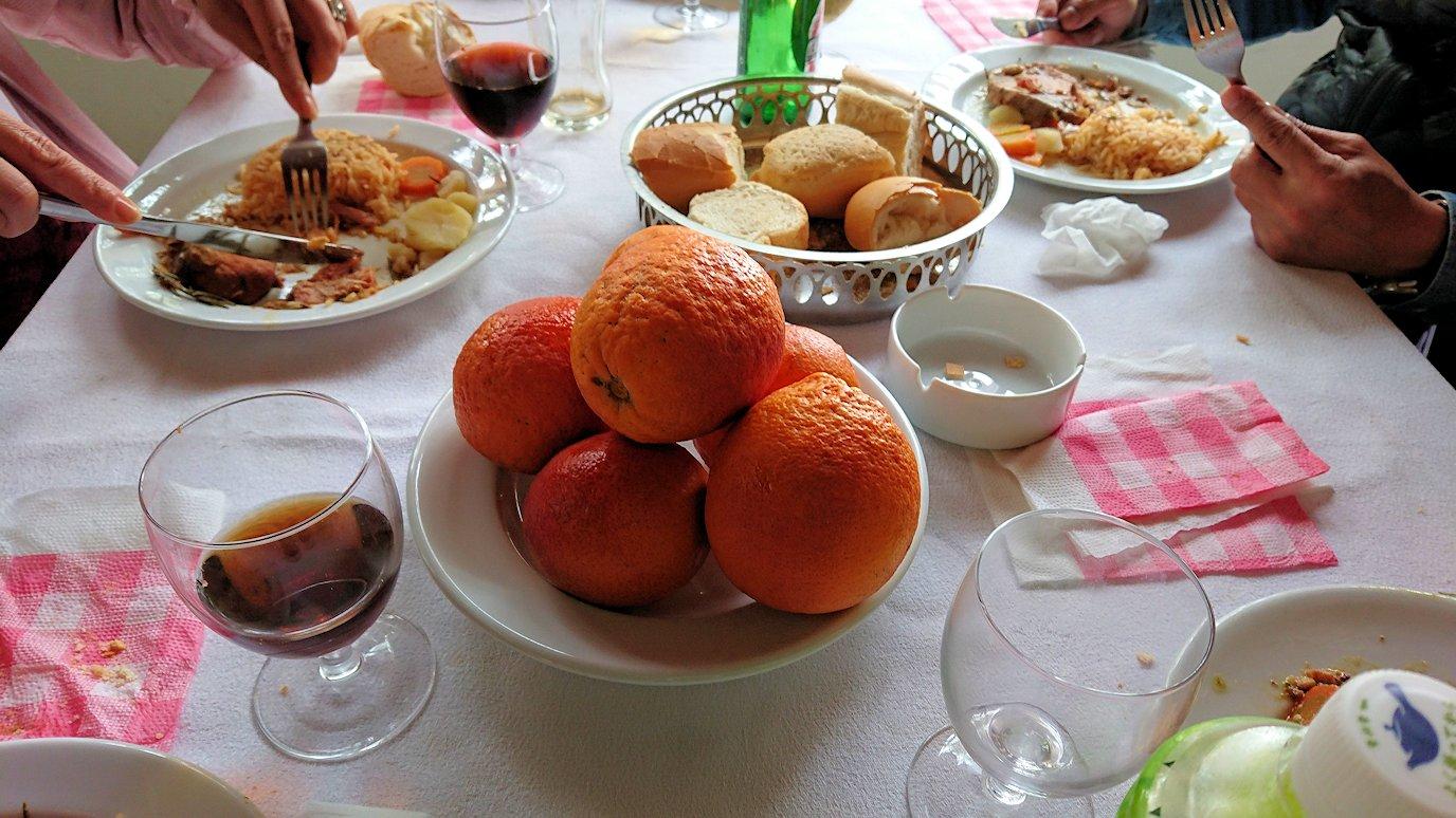 チュニジアのドゥッガのレストランで昼食を美味しくいただきます7
