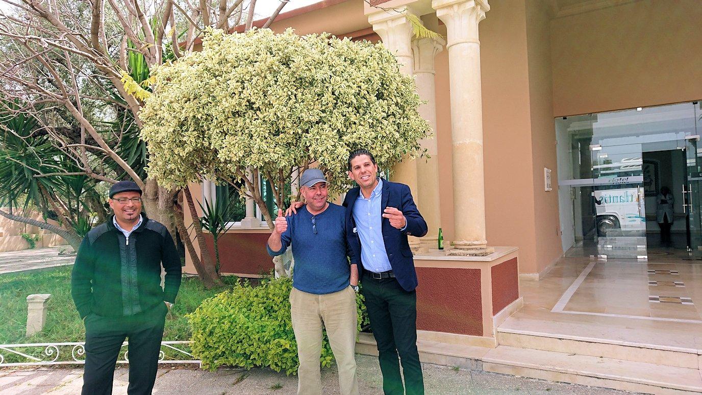 チュニジアのドゥッガのレストランで昼食を食べ終わり遊びます6