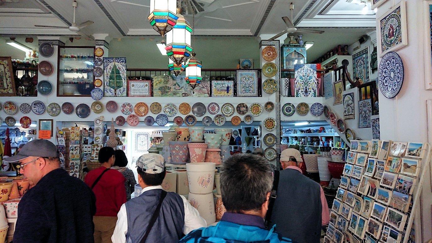 チュニジア:ナブールの街の陶器屋さんにて