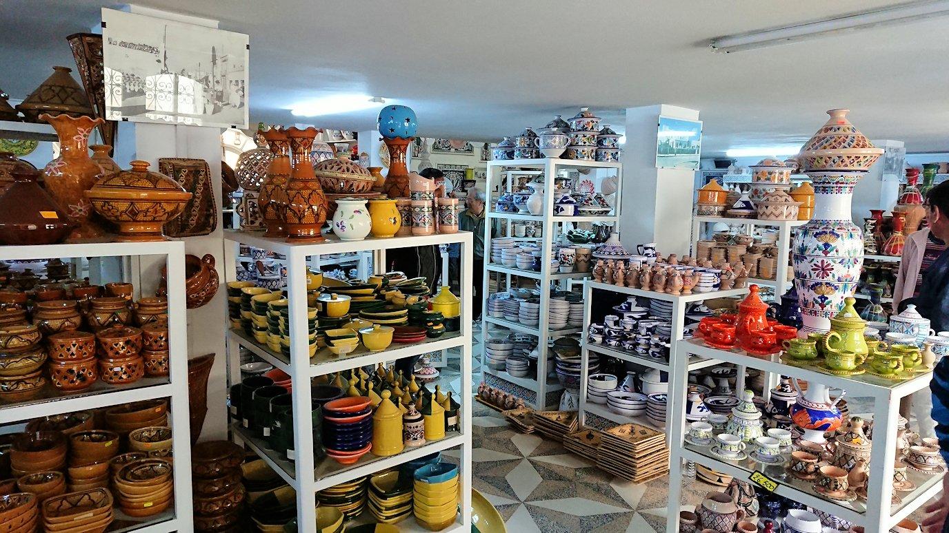 チュニジア:ナブールの街の陶器屋さんの店内の様子2