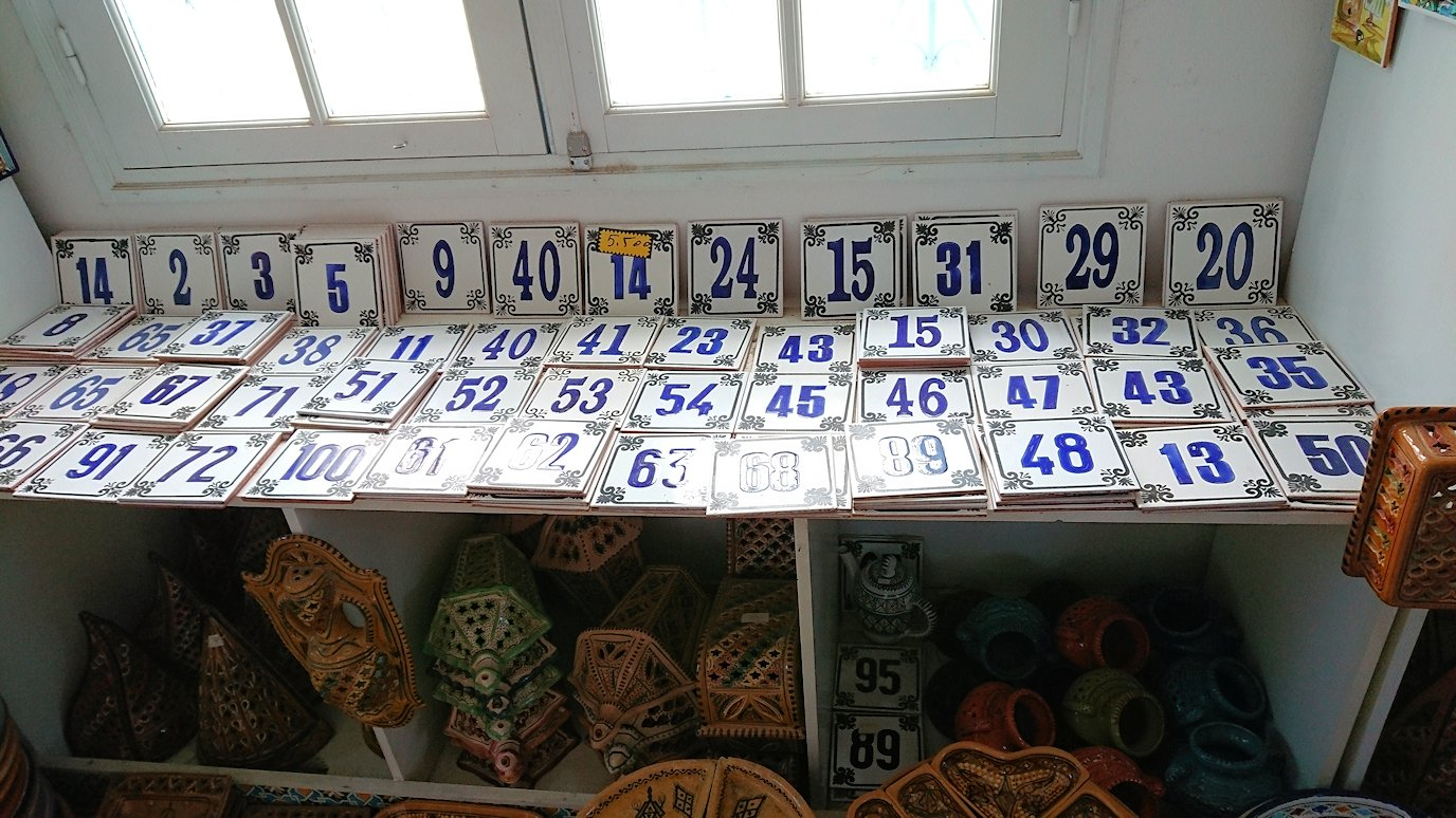 チュニジア:ナブールの街の陶器屋さんの店内の様子3