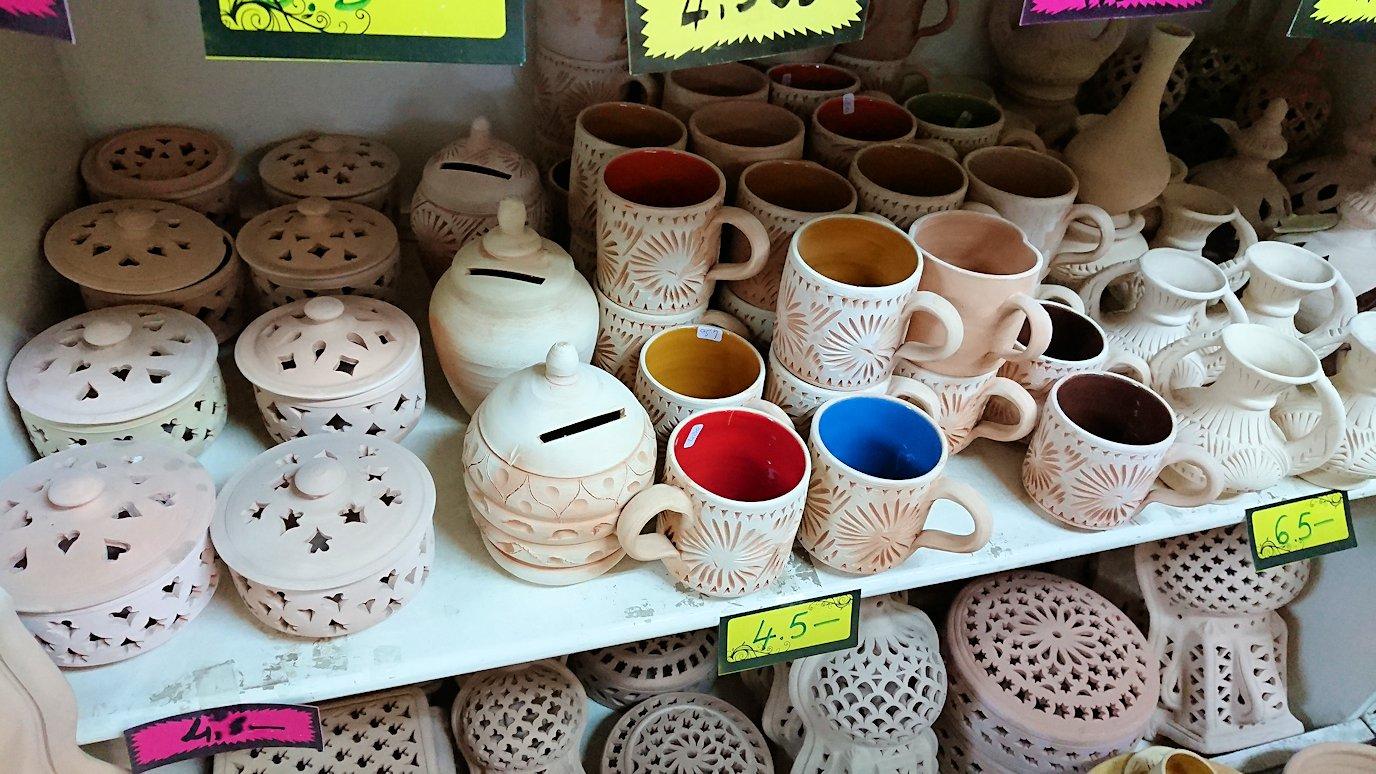 チュニジア:ナブールの街の陶器屋さんの店内の様子6