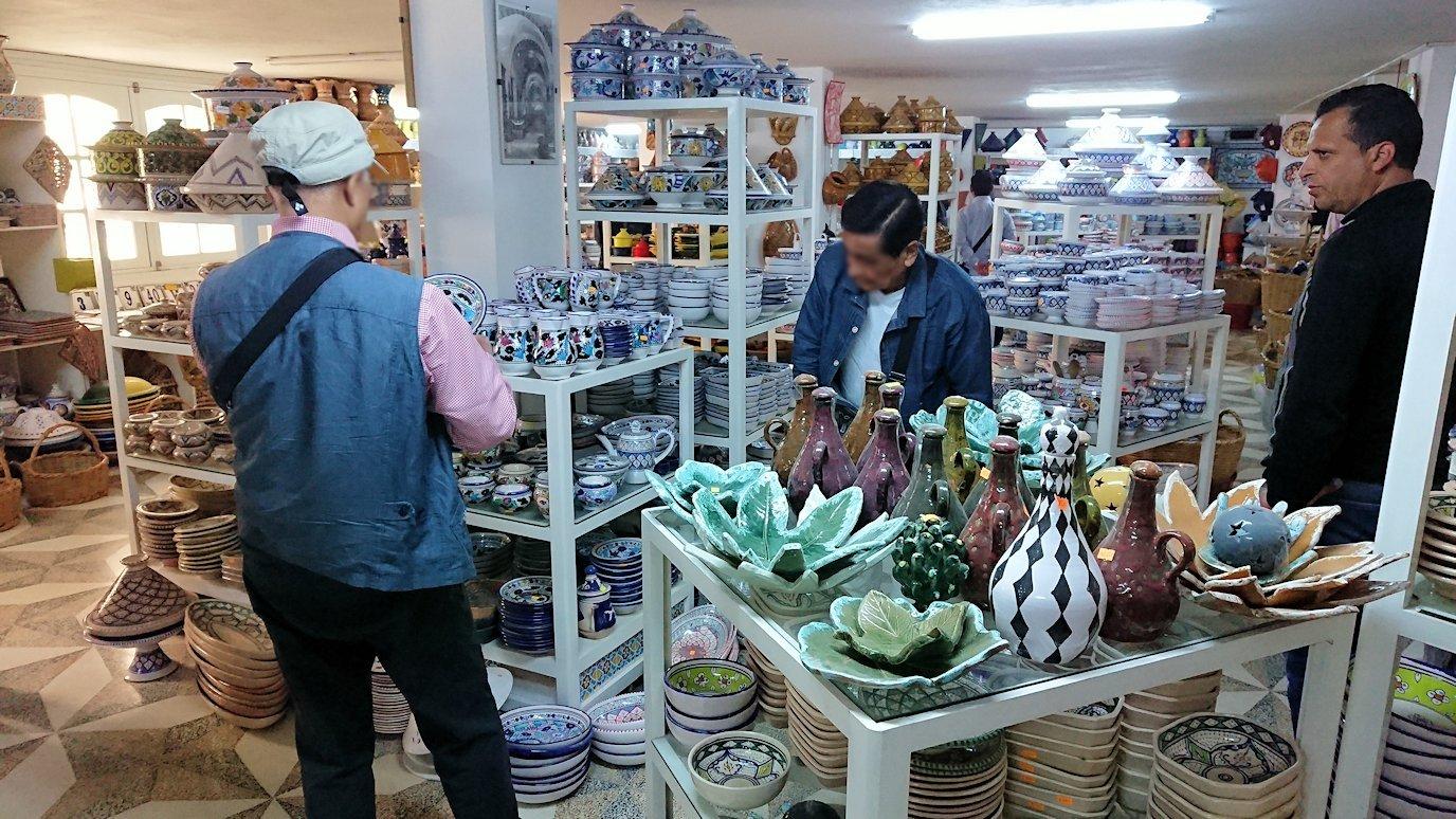 チュニジア:ナブールの街の陶器屋さんの店内の様子7
