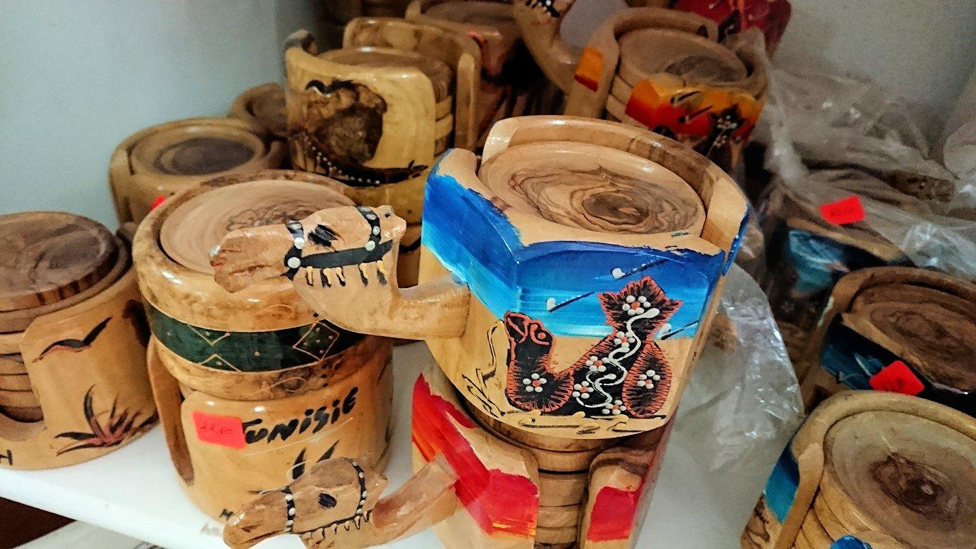 チュニジア:ナブールの街の陶器屋さんの店内を散策8