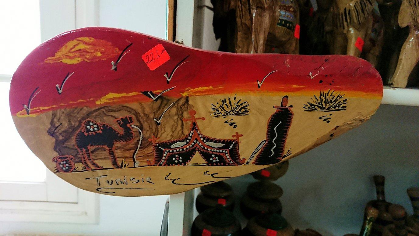 チュニジア:ナブールの街の陶器屋さんの店内を散策9