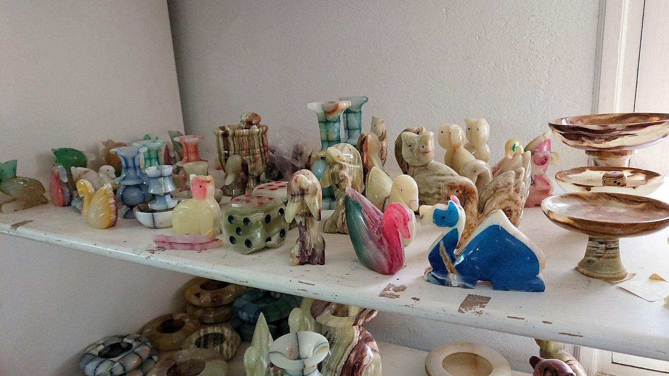 チュニジア:ナブールの街の陶器屋さんを物色