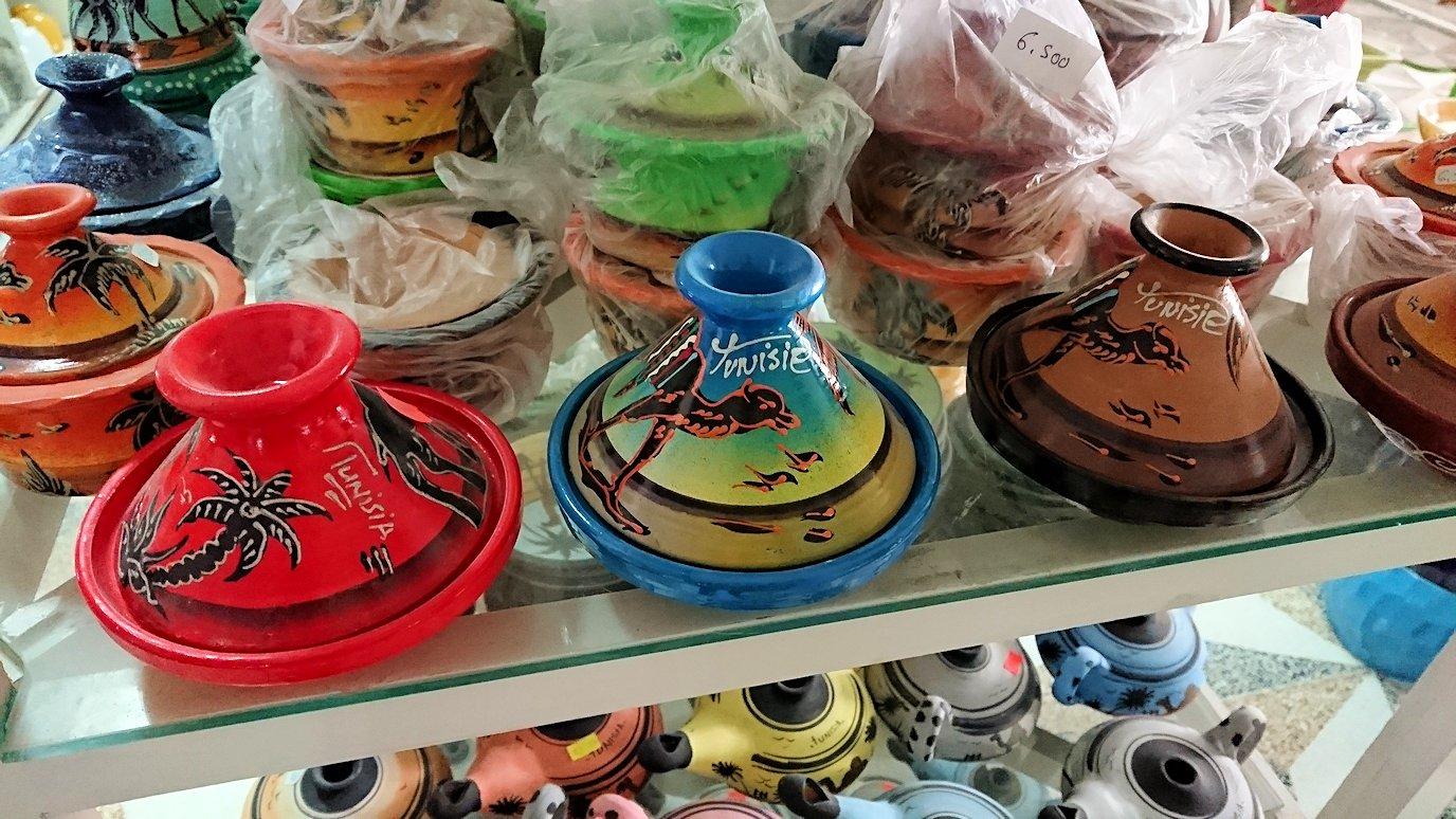 チュニジア:ナブールの街の陶器屋さんを物色5